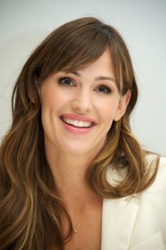 jennifer-garner-at-alexander-and-the-terrible...-day-press-conference-in-beverly-hills_2