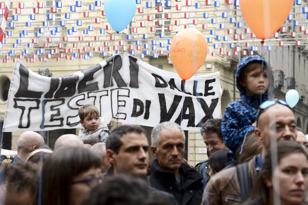 italians protesting vaccination